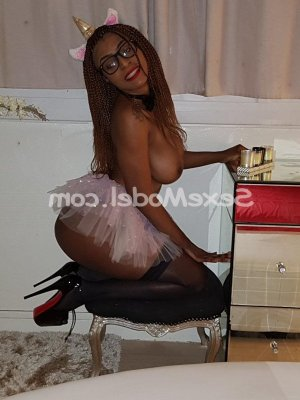 Sagra escort girl à Neuves-Maisons